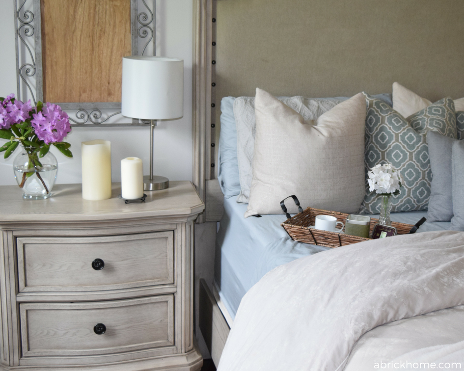 Pretty bed and side table!