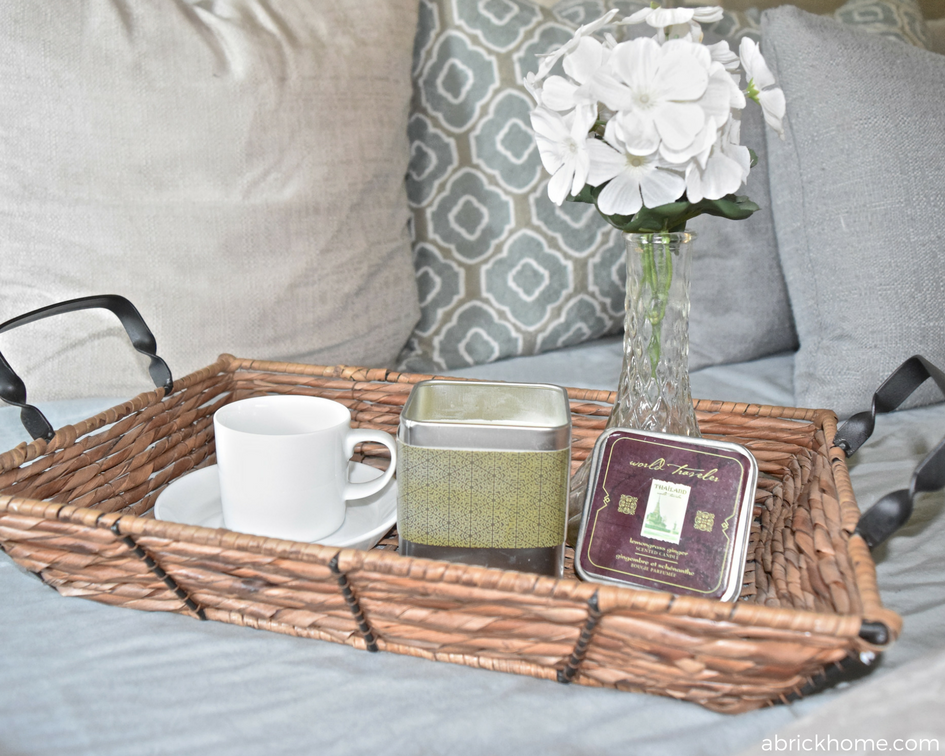 Perfect basket tray and love the decor in it