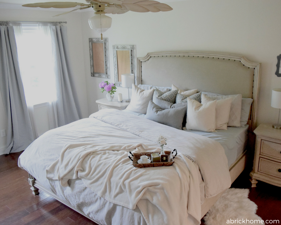 Love this color scheme and bed.