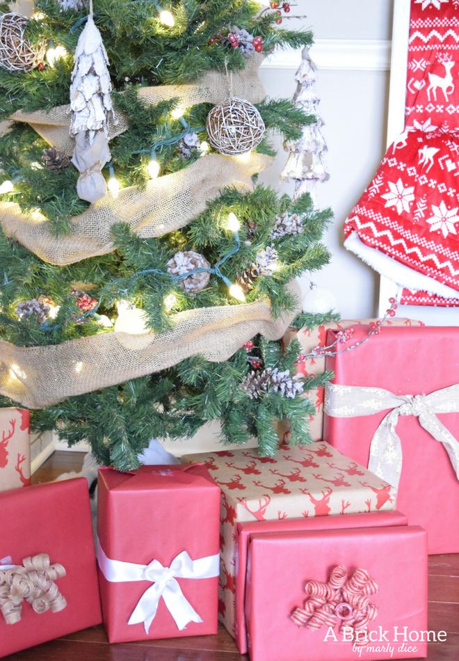 A Brick Home: Burlap Christmas Tree, christmas tree ideas, christmas tree decorations,