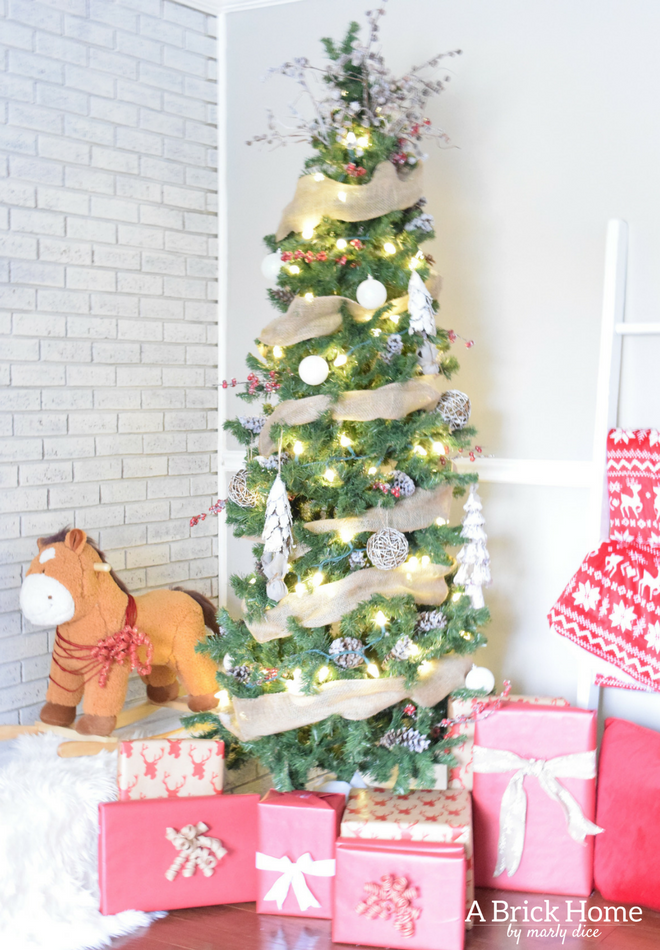 a brick home burlap christmas tree christmas tree ideas christmas tree decorations - A Christmas Story Decorations