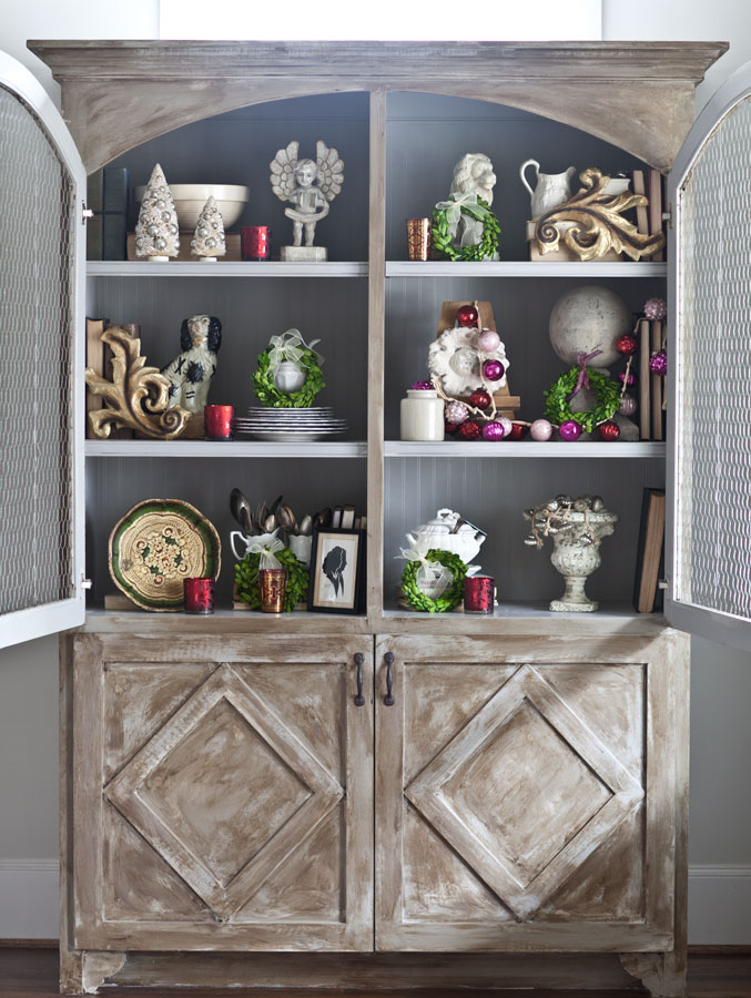 12 Christmas Hutch Decor Ideas that will Impress Your ...