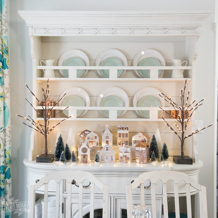 32 Stylish Dining Room Ideas To Impress Your Dinner Guests: 12 Christmas Hutch Decor Ideas That Will Impress Your